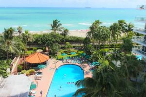 Days-Inn-Oceanside-beachfront-economy-hotel-beacfront-pool