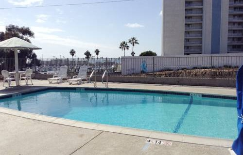 Days-Inn-Oceanside-beachfront-economy-hotel-pool