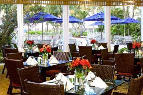 Four Points Sheraton Oceanfront Miami Beach out door dining