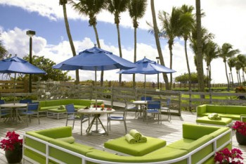 Four Points Sheraton Oceanfront Miami Beach outdoor lounge