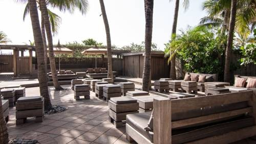 National-Hotel-Miami-Beach-Oceanfront-Hotel-out-door-lounge