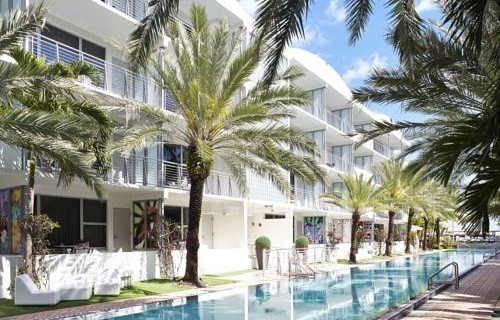 National-Hotel-Miami-Beach-Oceanfront-Hotel-pool-front-rooms