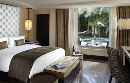 National-Hotel-Miami-Beach-Oceanfront-Hotel-poolfront-bedroom