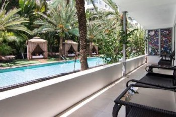 National-Hotel-Miami-Beach-Oceanfront-Hotel-poolfront-cabanas